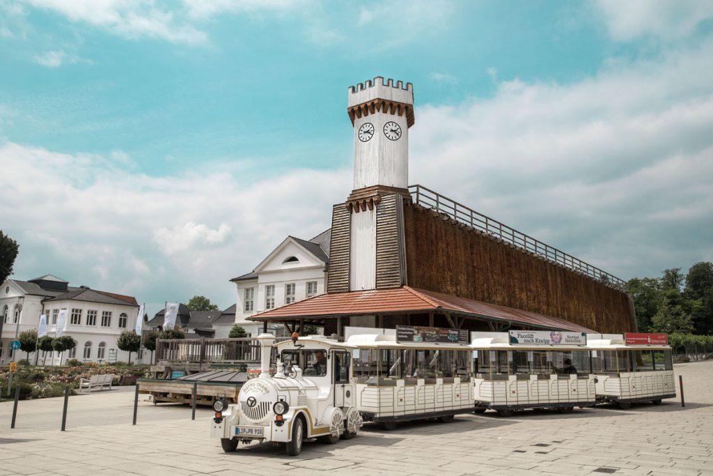 Paulinchenbahn vor den Gradierwerken in Bad Salzuflen