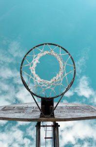 Basketballkorb von unten